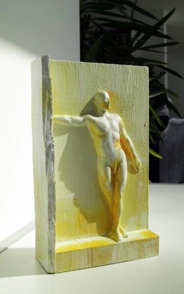 Holzskulptur wooden sculpture MAN IN WALL
